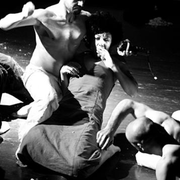 teatro-spettacolo-hybris-opus-personae-cibo_offesa