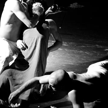 teatro-spettacolo-hybris-opus-personae-cibo_offesa_2