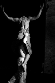 teatro-spettacolo-hybris-opus-personae_cristo_locomotiva